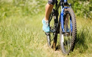 woman on hardtail