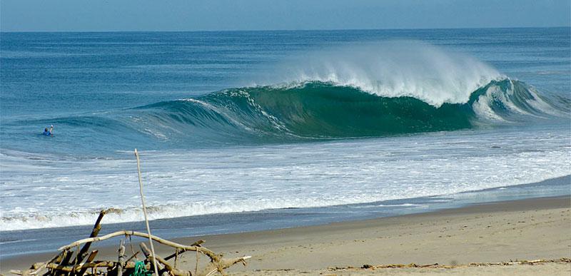 ecuador surfing