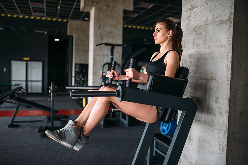 woman on abs machine