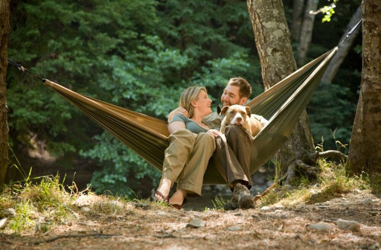 grand trunk double parachute nylon hammock review what are the best camping hammocks on the market   buying guide      rh   activeweekender