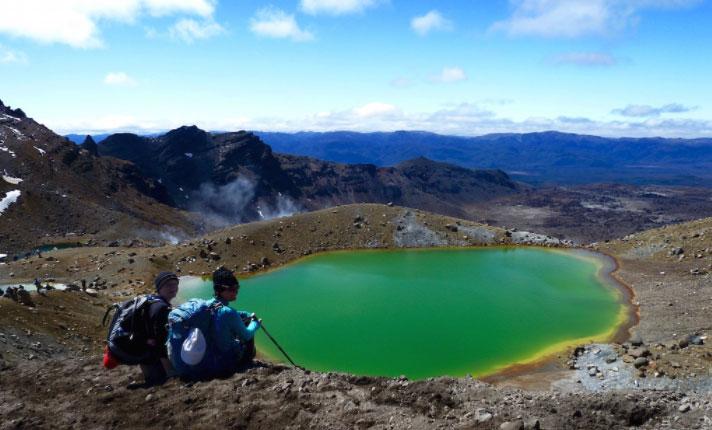 emerald lakes hike
