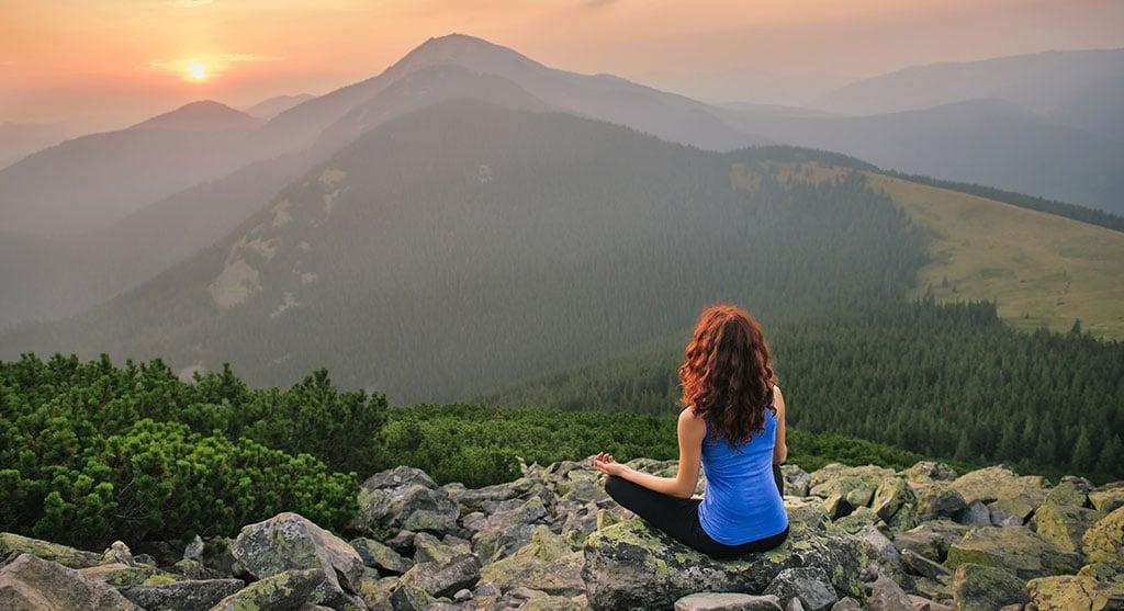 woman-mediation-sunset