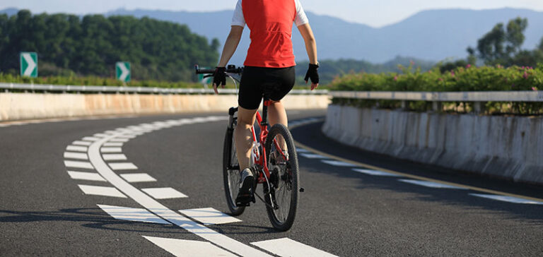 cyclist riding no hands