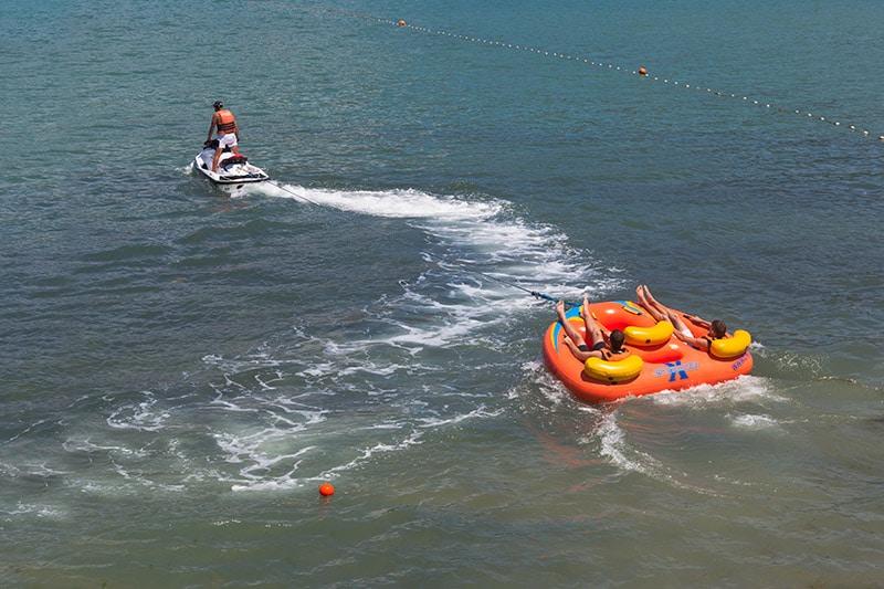 jet ski pulling raft