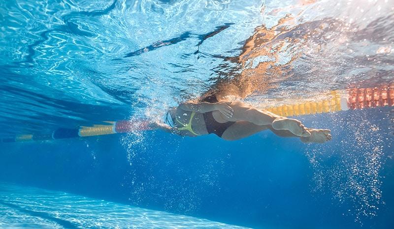 swimmer doing sidestroke